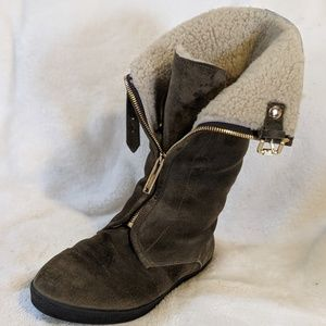 Burberry sheep leather boots